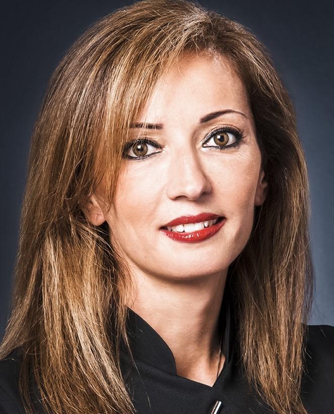 Annabelle: Secrétaire médicale du dr Paillard: Chirurgien Orthopédique à Paris